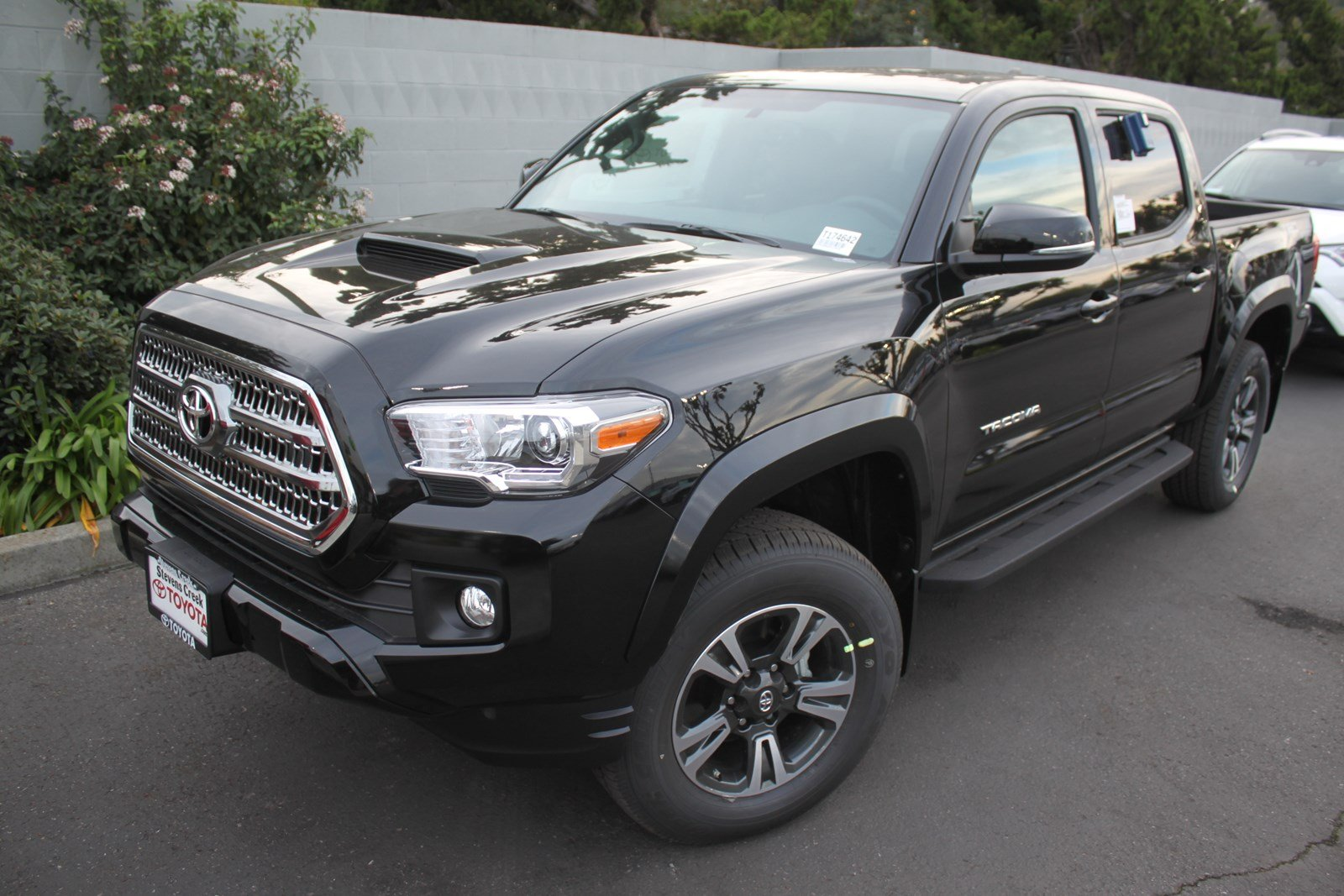new trd automatic bed detail toyota sport tacoma cab double
