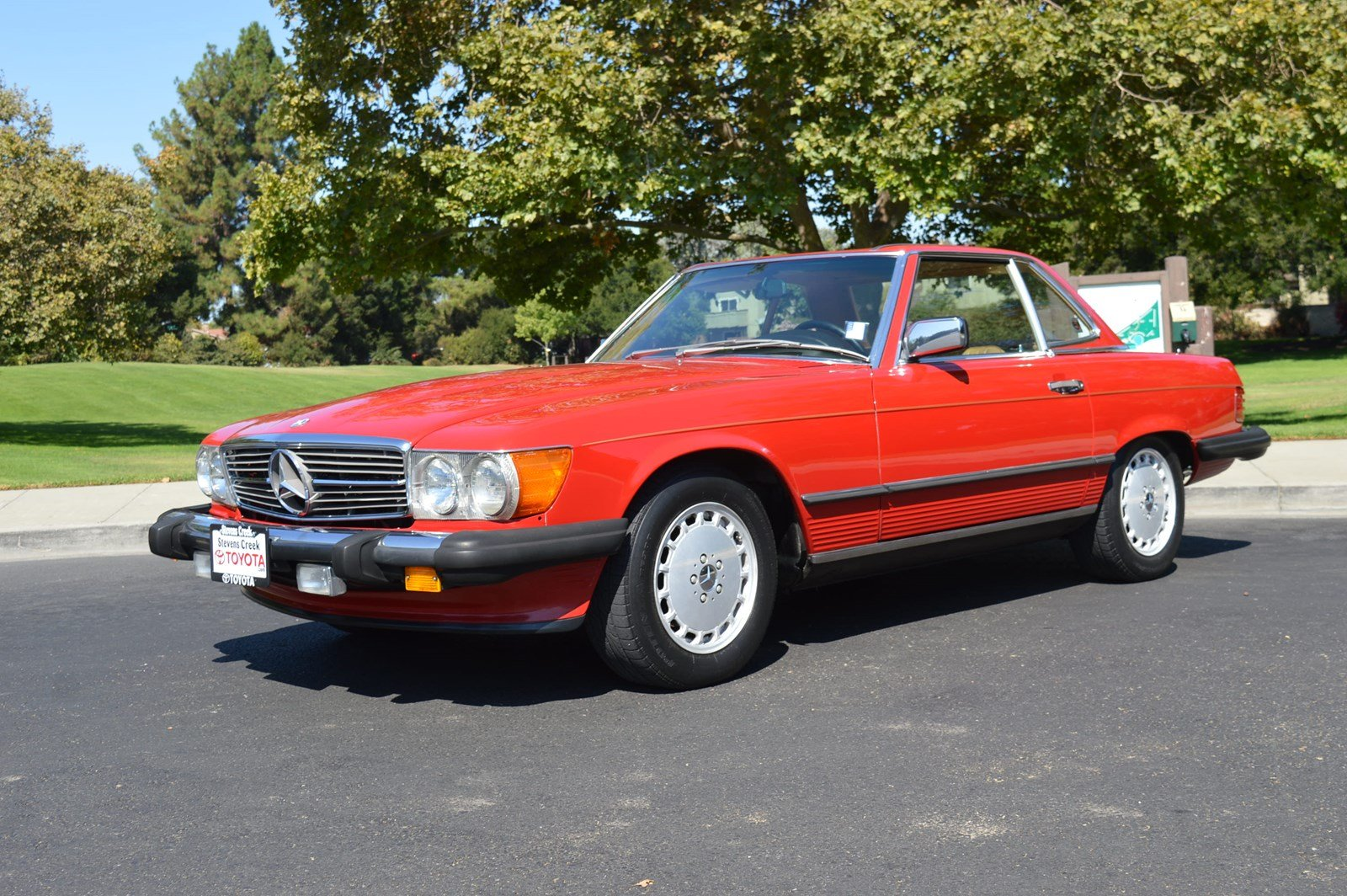 Pre-Owned 1988 Mercedes 560SL